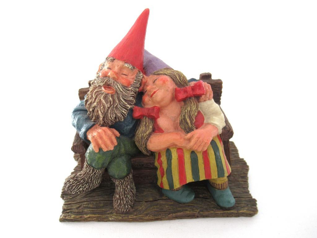 UpperDutch:Gnome,Classic Gnomes 'Love Forever' Gnome figurine after a design by Rien Poortvliet.