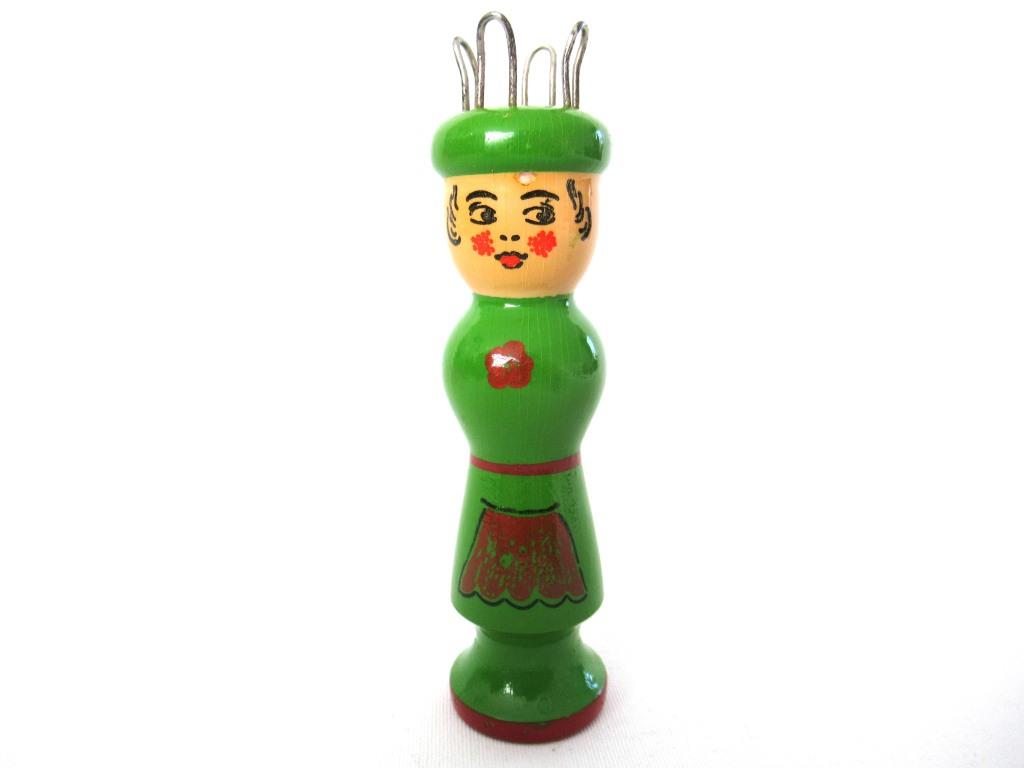 UpperDutch:Knitting doll,Knitting Nancy, Vintage Wooden Knitting Doll, French Knitting, Bobbin Doll, Sewing supply.