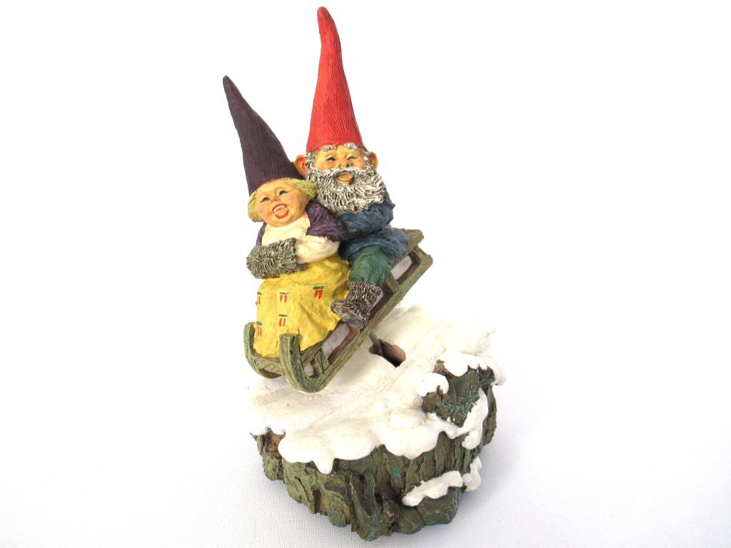 UpperDutch:Gnome,Music box, Rien Poortvliet, David the Gnome, Gnomes sledding.