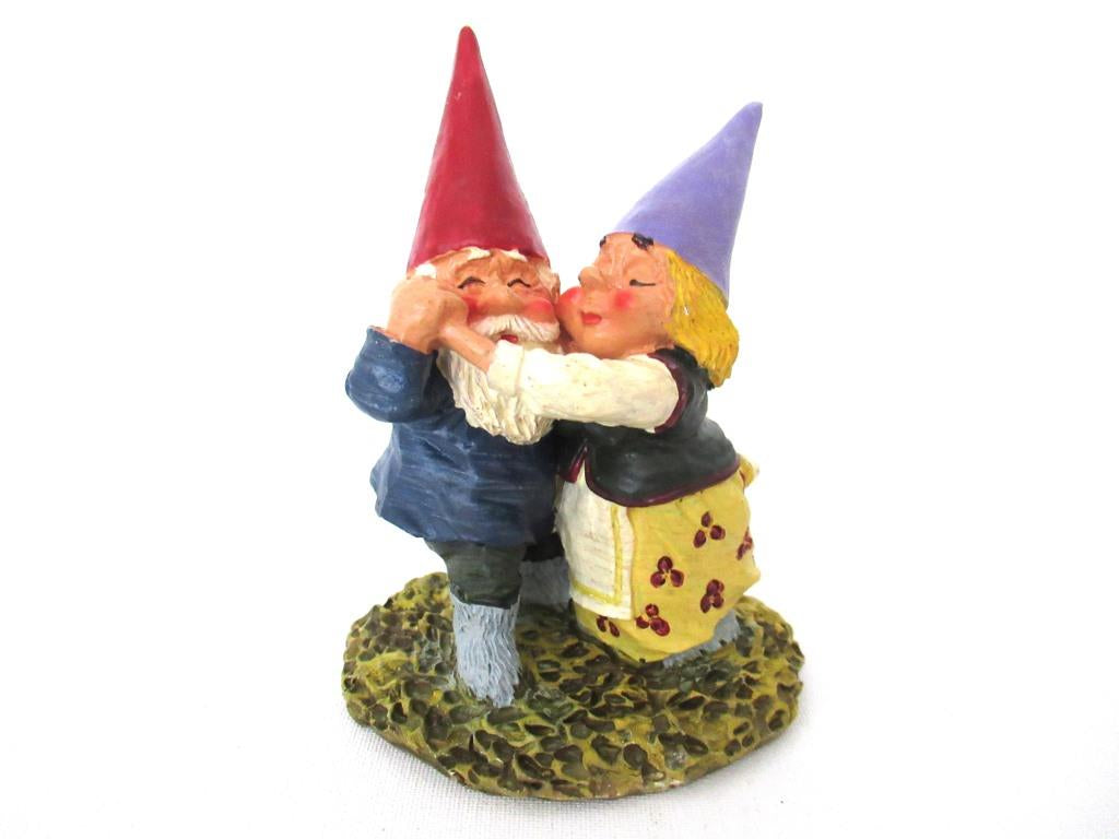 Dancing Gnome couple after a design by Rien Poortvliet