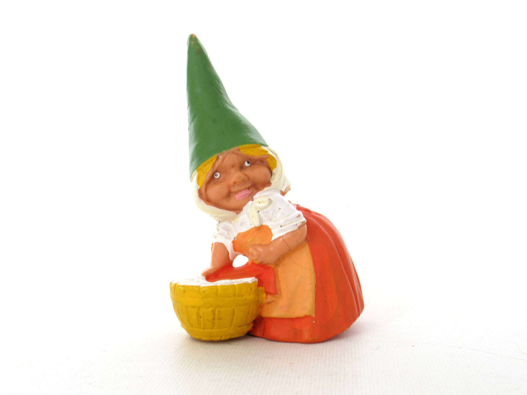UpperDutch:Gnome,1 (ONE) Gnome doing laundry figurine, Gnome after a design by Rien Poortvliet, Brb Gnome, Lisa the Gnome. Washing clothes.
