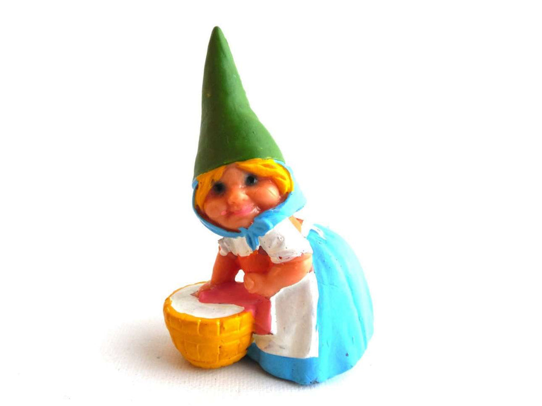 UpperDutch:,1 (ONE) Gnome doing laundry figurine, Gnome after a design by Rien Poortvliet, Brb Gnome, Lisa the Gnome. Washing clothes.