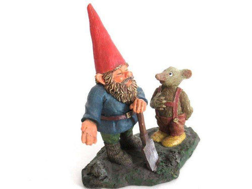 UpperDutch:Gnome,700111 'Al with Mouse' Gnome with shovel and mouse figurine. Part of the 2001 Classic Gnomes series. Designed by Rien Poortvliet.
