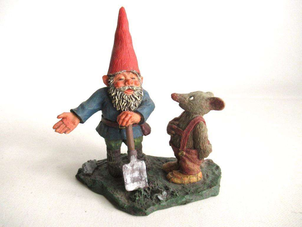 UpperDutch:Gnome,'Al with Mouse' Gnome with shovel and mouse figurine. Part of the 2001 Classic Gnomes series designed by Rien Poortvliet