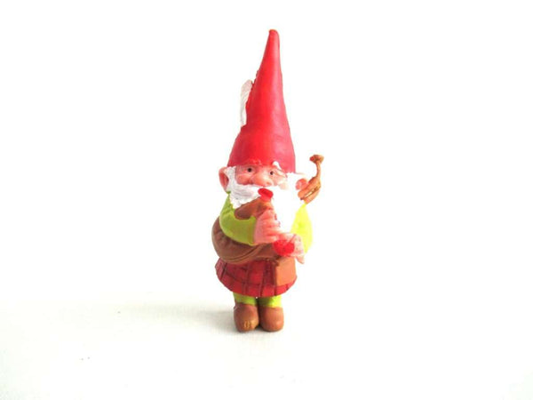 UpperDutch:Gnome,Bagpipe playing gnome, David the Gnome figurine with kilt, Rien Poortvliet, Pocket gnome miniature scottish gnome.