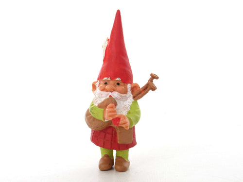 UpperDutch:Gnome,Bagpipe playing gnome, David the Gnome figurine with kilt, Rien Poortvliet, Pocket gnome miniature scottish gnome. BRB / Startoys