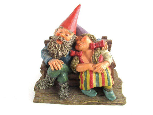 UpperDutch:,Classic Gnomes 'Love Forever' Gnome figurine after a design by Rien Poortvliet.