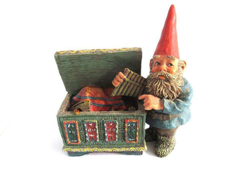 UpperDutch:Gnome,Classic Gnomes 'Max' after a design by Rien Poortvliet, Gnome with chest.
