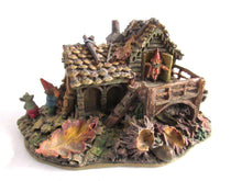 UpperDutch:Gnome,Classic Gnomes Villages 'Gnome-house and mouse' after a design by Rien Poortvliet Gnome figurine.