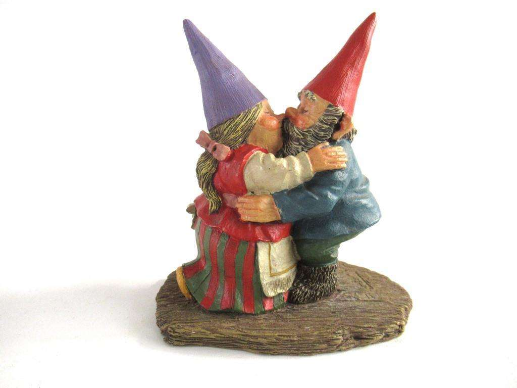 UpperDutch:Gnome,Dancing Gnome couple, kissing gnome couple'Will and Ann' . David the gnome after a design by Rien Poortvliet.
