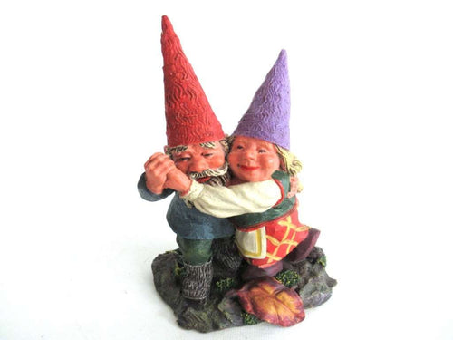 UpperDutch:Gnome,Dancing gnome couple Rien Poortvliet gnome firgurine. Classic Gnomes series 'Fryda and Fred Dancing'. AAAAAAA International Co. Ltd