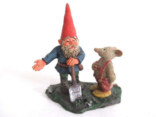 UpperDutch:Gnome,Designed by Rien Poortvliet. 'Al with Mouse' Gnome with shovel and mouse figurine. Part of the 2001 Classic Gnomes series.