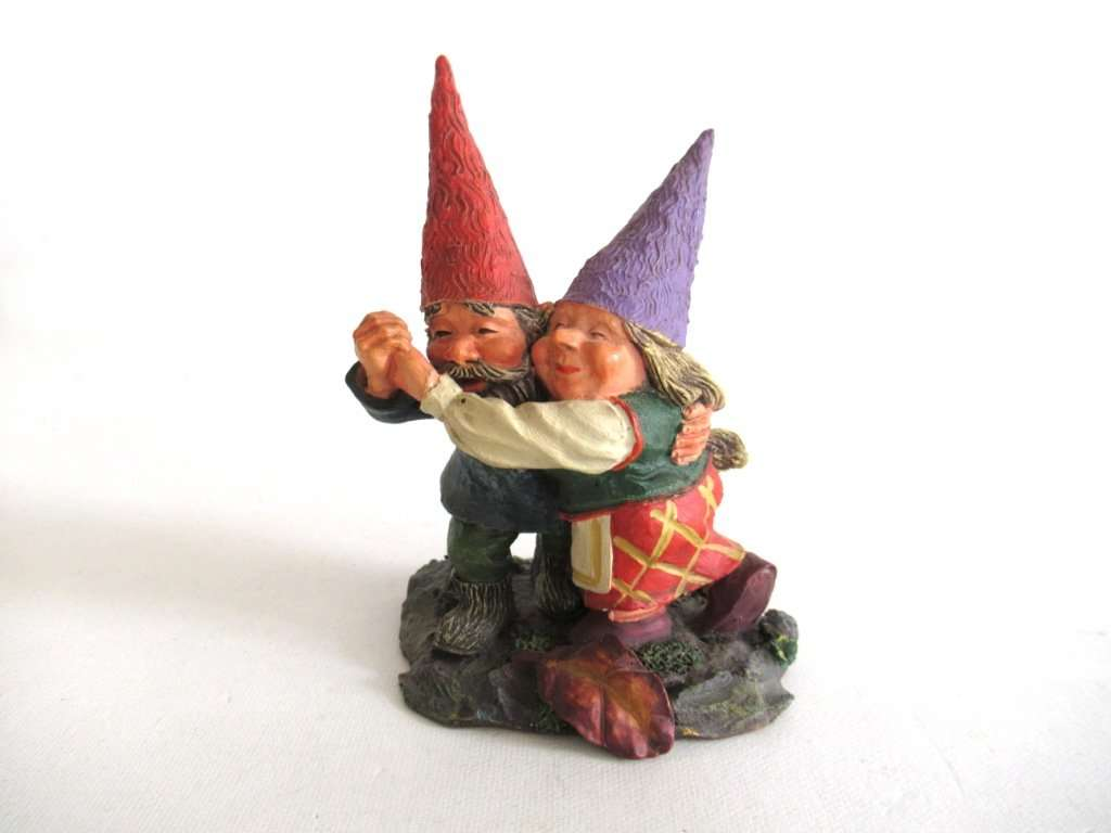 UpperDutch:Gnome,'Fryda and Fred Dancing' Rien Poortvliet gnome firgurine. Dancing Gnome couple. Dutch Classic Gnomes series. AAAAAAA International Co. Ltd.