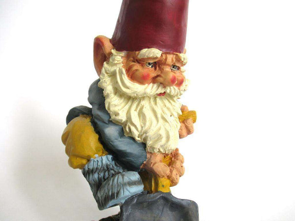 UpperDutch:Gnome,Garden Gnome with shovel after a design by Rien Poortvliet, David the Gnome.