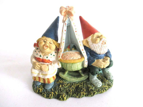 UpperDutch:Gnome,Gnome couple singing lullabies to babies after a design by Rien Poortvliet.