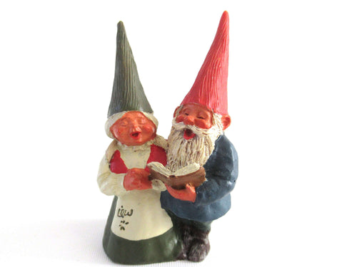 UpperDutch:Gnome,Gnome figurine, Mary and Michael, Klaus Wickl 1993, Enesco, Rien Poortvliet, Miniature collectible gnomes, Gnomes Caroling.