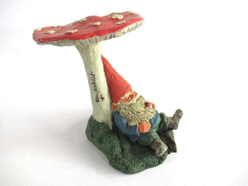 UpperDutch:,Gnome Figurine Slumber Chief 1993 Rien Poortvliet, gnome under Mushroom.