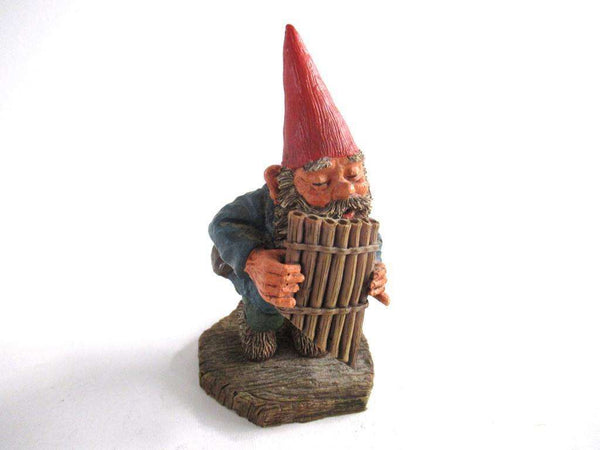 UpperDutch:Gnome,Gnome playing a pan flute 'Andreas' after a design by Rien Poortvliet. Part of the Classic Gnomes series.