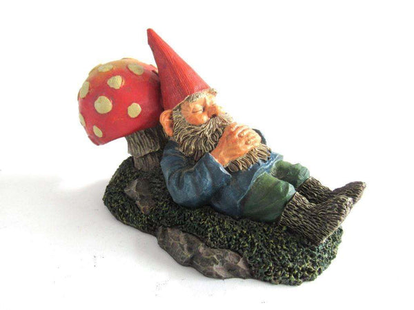UpperDutch:Gnome,Gnome sleeping against a Mushroom. Rien Poortvliet Sleeping Gnome Figurine, David the Gnome. David el Gnomo