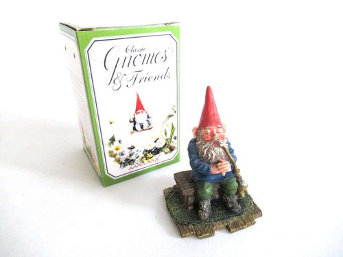 UpperDutch:Gnome,'Grandfather' Pipe smoking gnome figurine. Part of the 2001 Classic Gnomes & Friends series designed by Rien Poortvliet