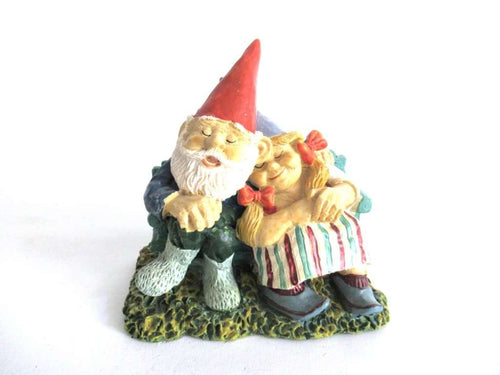 UpperDutch:Gnome,'Love Forever' Gnome Couple in love after a design by Rien Poortvliet