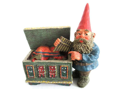 UpperDutch:Gnome,'Max' Classic Gnomes after a design by Rien Poortvliet, Gnome with chest.