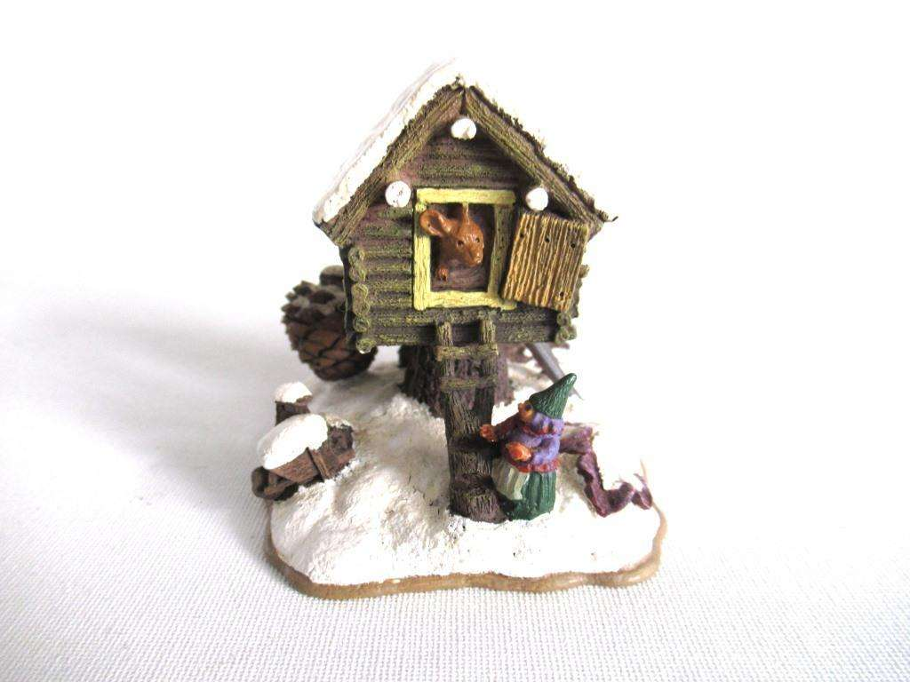 UpperDutch:Gnome,Rien Poortvliet Classic Gnomes Villages 'Mouse pile dwelling'.