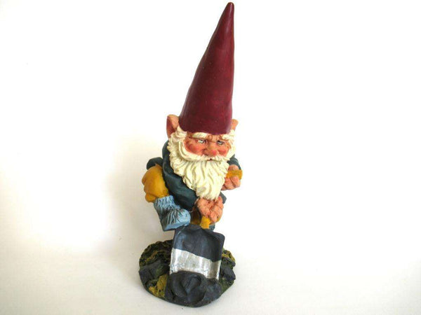 UpperDutch:Gnome,Rien Poortvliet Garden Gnome with shovel after a design by Rien Poortvliet, David the Gnome.