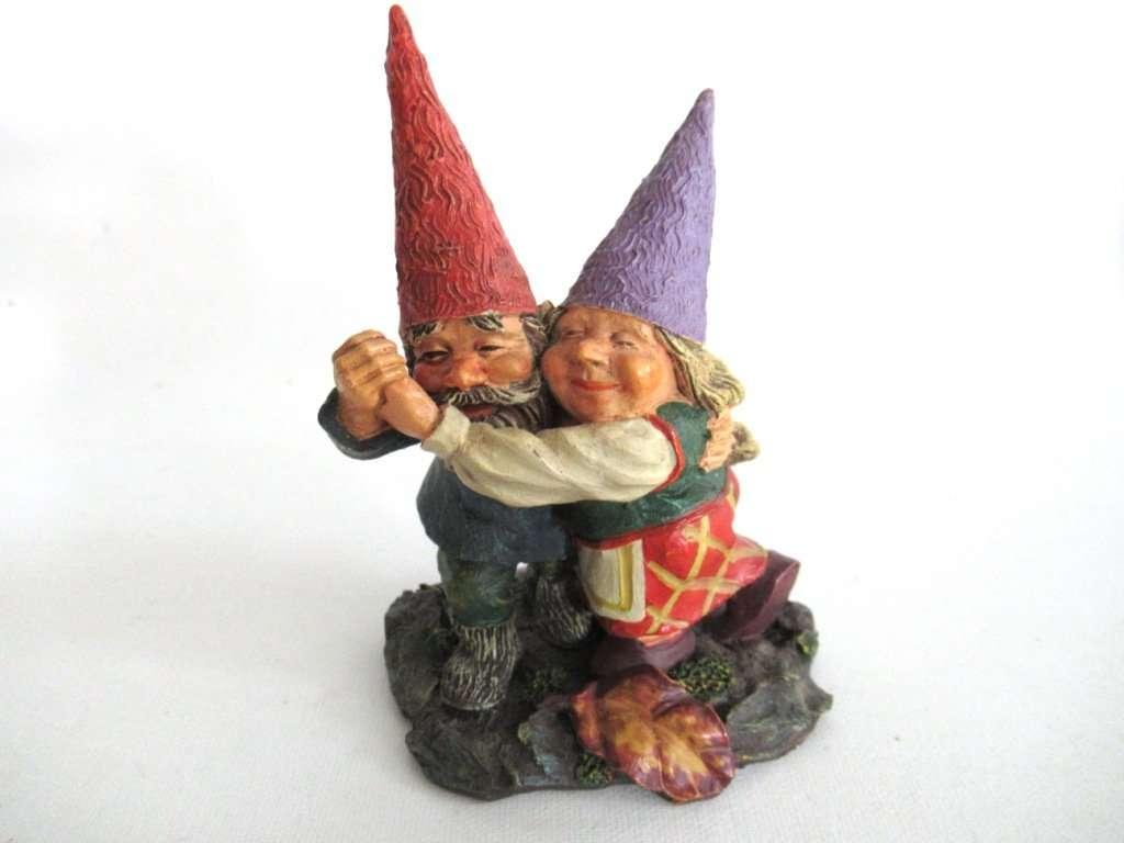 UpperDutch:Gnome,Rien Poortvliet Gnome Firgurine, Dancing Gnome Couple.  Classic Gnomes Series