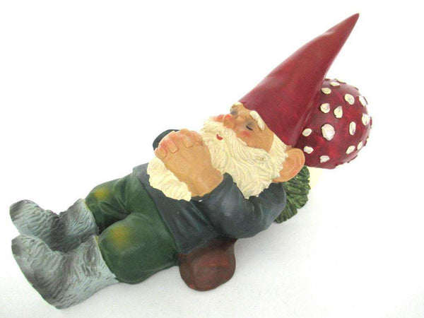 UpperDutch:Gnome,Sleeping Gnome on mushroom after a design by Rien Poortvliet, David the Gnome.