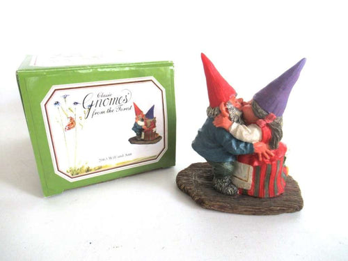 UpperDutch:Gnome,'Will and Ann' Dancing Gnome couple, kissing gnome couple. David the gnome after a design by Rien Poortvliet.