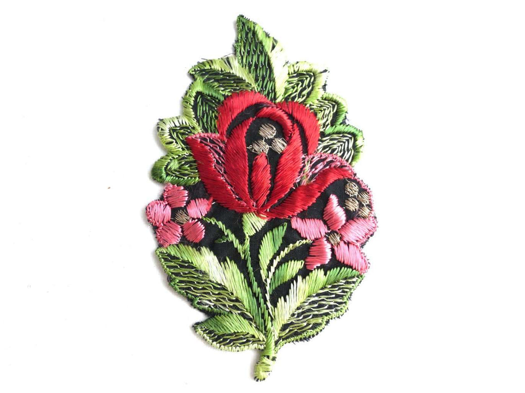 UpperDutch:Sewing Supplies,Flower Patch, Applique, 1930s vintage embroidered applique. Vintage floral patch, sewing supply.