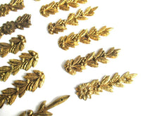 UpperDutch:,Collection DAMAGED furniture appliques, decoration pieces. Authentic antique leaf motif, laurel/olive. Ormolu. Sold as is: broken.
