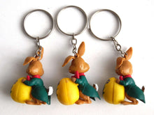 UpperDutch:Land of Magiful,1 Easter bunny key chain, Easter egg, rabbit figurine, keychain, 60s key chain. Large zipper pull charm / bag charm / Eater hare.