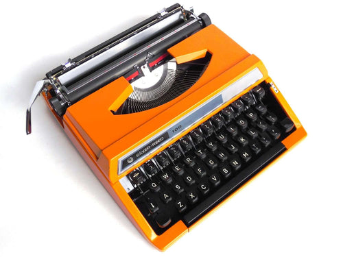 UpperDutch:Typewriter,1970's Orange typewriter, Silver-Reed SR 100 working typewriter made in 1977. Silver Seiko Co Japanese writing machine, QWERTY.