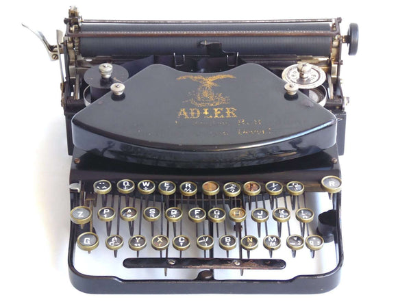UpperDutch:Typewriter,Working 1921 Typewriter Klein Adler with Black body QWERTZ keyboard. serial number 225877. Wooden case and key.