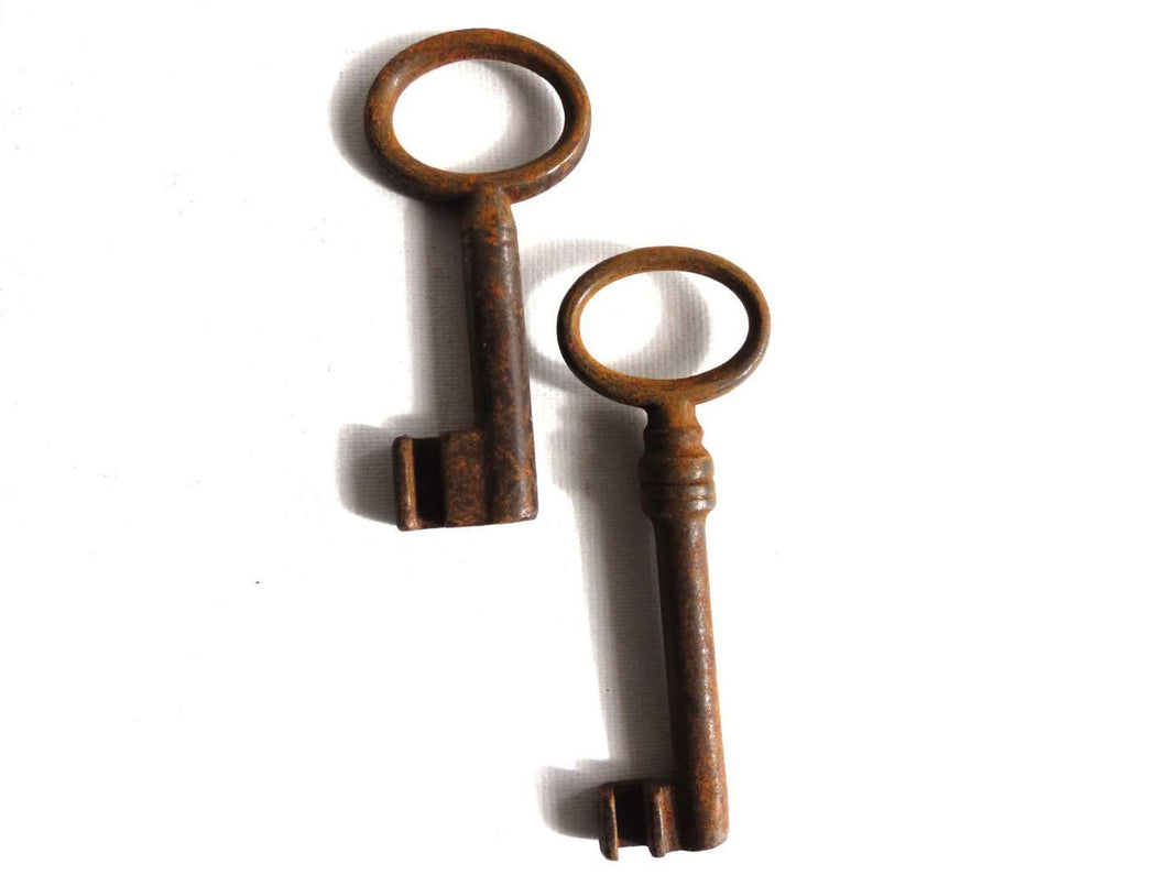 UpperDutch:Hooks and Hardware,Set of 2 Antique Skeleton Keys. Beautiful antique metal keys, skeleton keys,shabby, rusty, rustic.