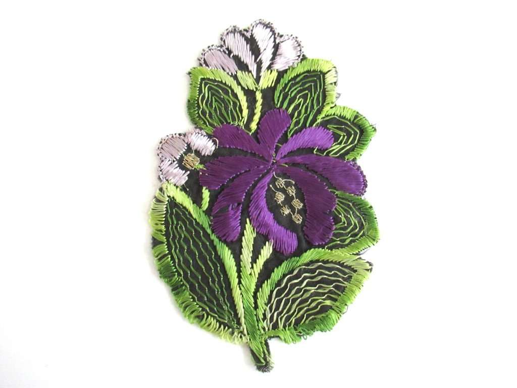 UpperDutch:Sewing Supplies,1930s Flower applique Purple Vintage floral patch, sewing supply.