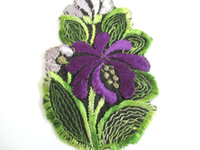 UpperDutch:,1930s Flower applique Purple Vintage floral patch, sewing supply.