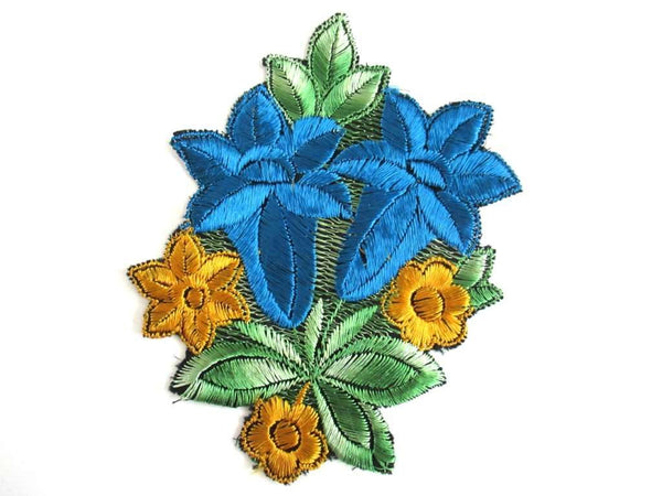UpperDutch:Sewing Supplies,Trumpet Flower An Antique Silk on Cotton Flower Applique Vintage Floral Patch Sewing Supply
