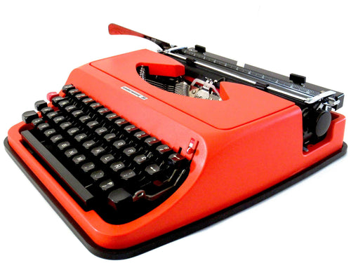 UpperDutch:Typewriter,Underwood 35 working typewriter. 1970's Orange typewriter, QWERTY keyboard layout, two tone ink ribbon. Plastic writing machine