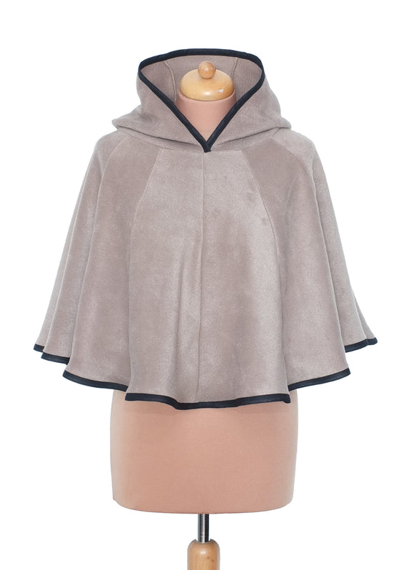 Short 'Dolmantelle' Poncho with small round hood - TPF Faerie Wear