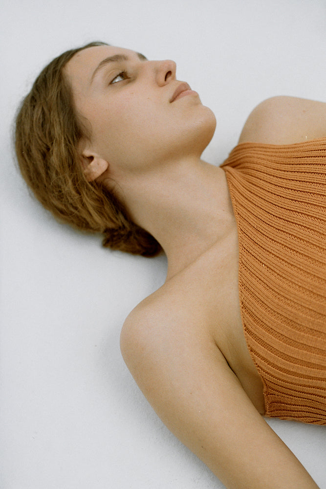 One-shoulder ribbed-knit top carrot
