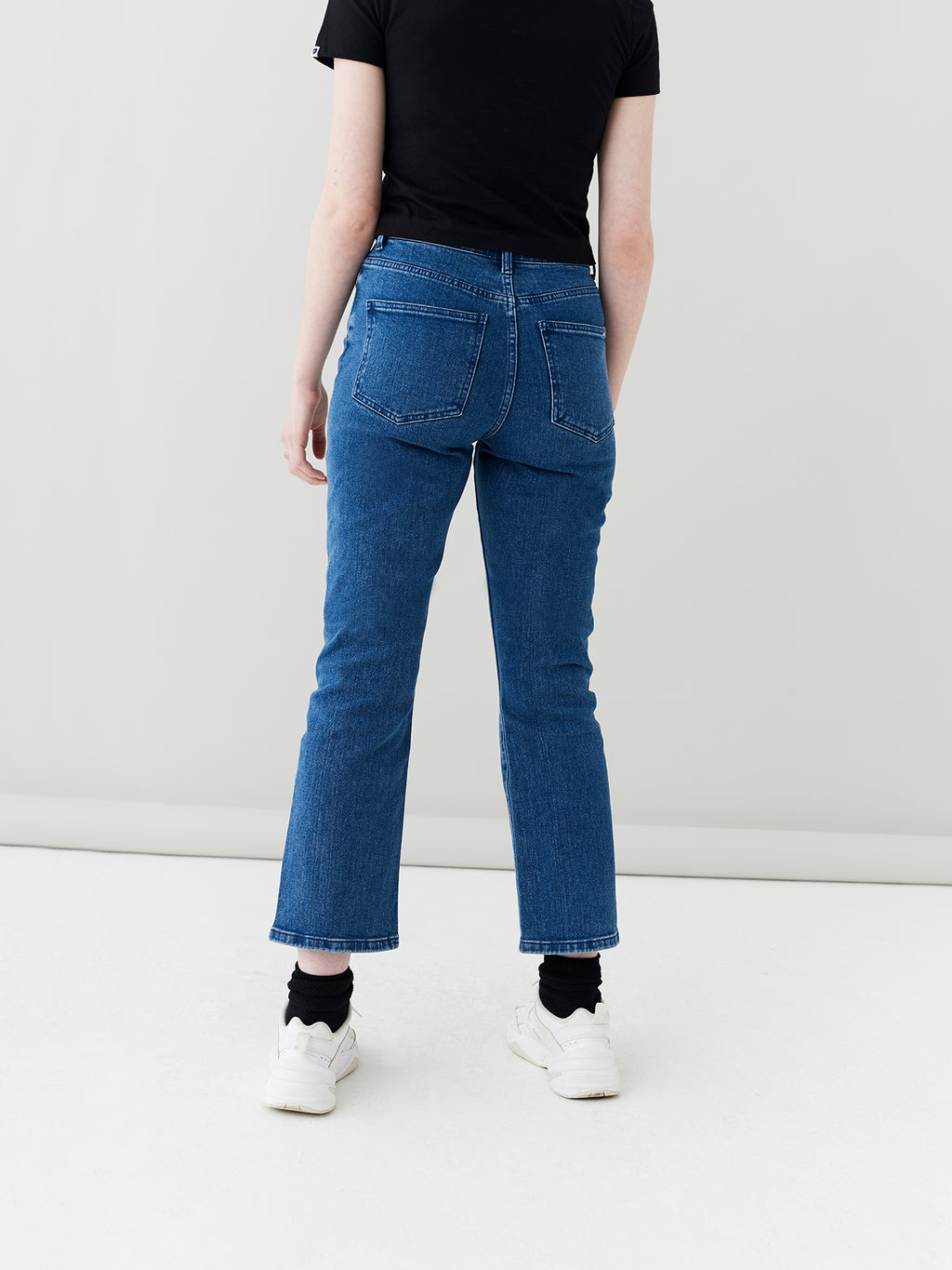 LO Straight Leg Jeans - Mid Wash
