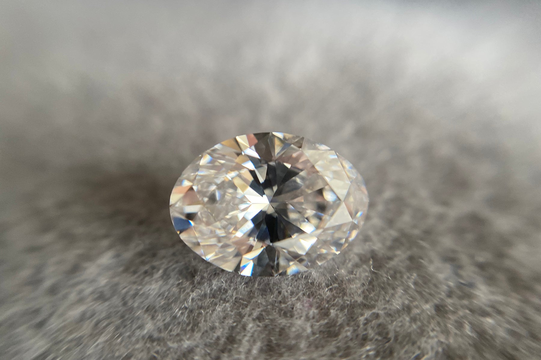 What is the bow-tie effect in an oval diamond?