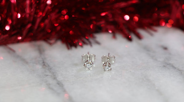 lab-grown diamond stud earrings