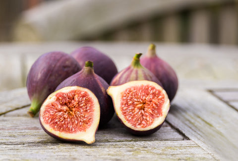 whole figs and one fig sliced in half