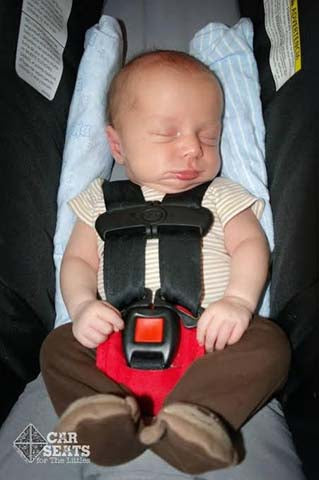 Using your Pillow to prop up your baby in car seat