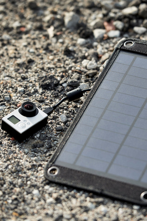 Go Solar Charger 3000mAh with USB Cable and 4 x Suction Cups