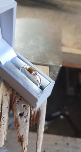 Chunky 925 sterling silver ring with a hunk of 9ct gold